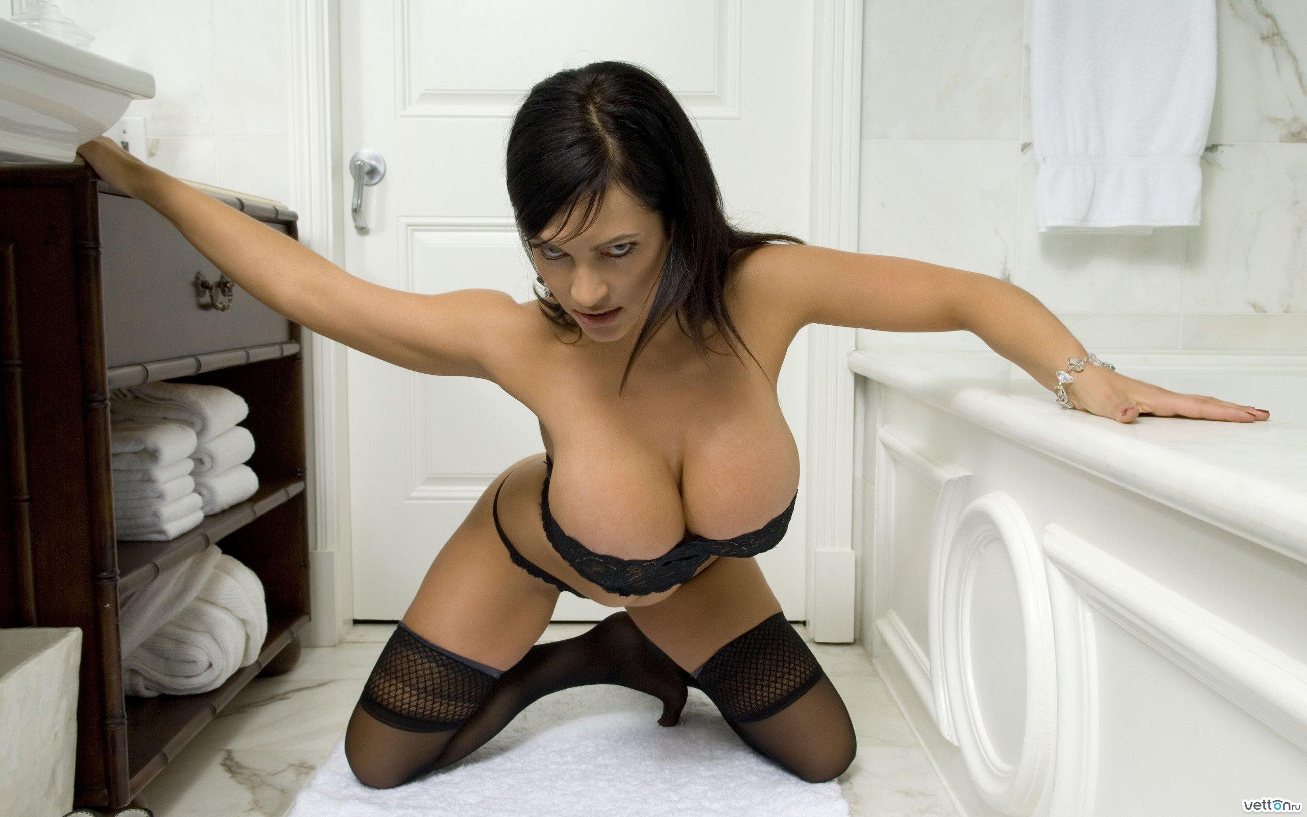 Обои полотенца, брюнетка, комната, Denise milani, ванная, грудь