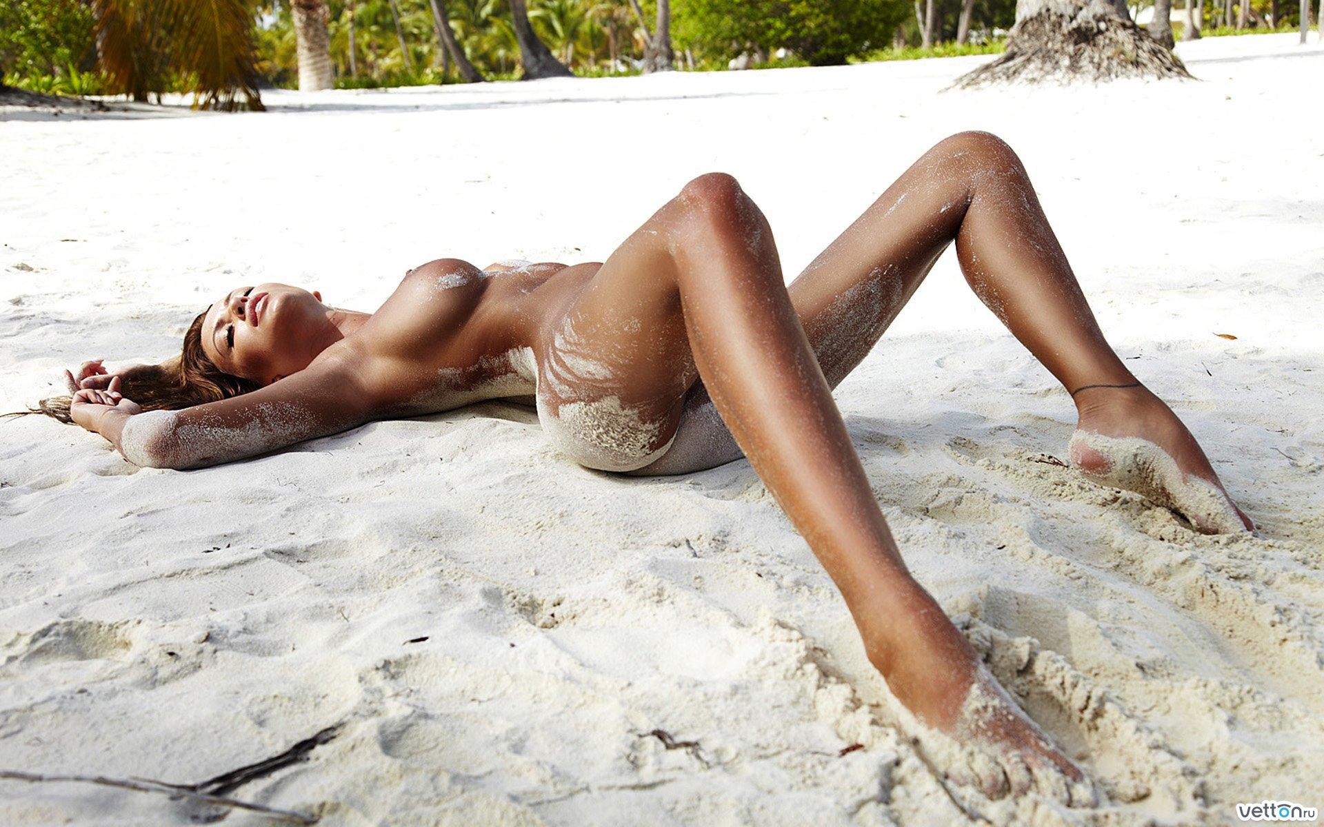 Фото в санкт петербурге загорают голыми девушками 27 фотография
